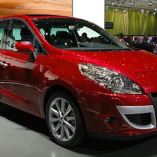 Renault Grand Scénic - flera steg framåt, ett bakåt