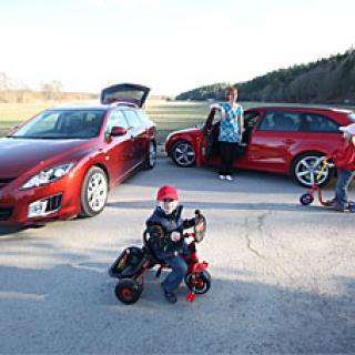Mazdakoncept lovar blå himmel