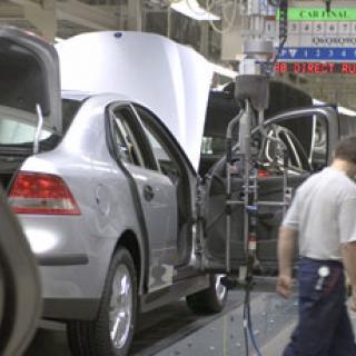 Fortsatt ras för Volvo och Saab