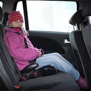 Ford först med krockkudde i bilbältet