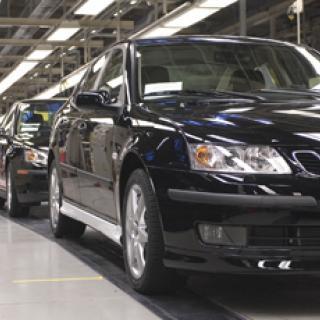 Saab sänker takten i fabriken