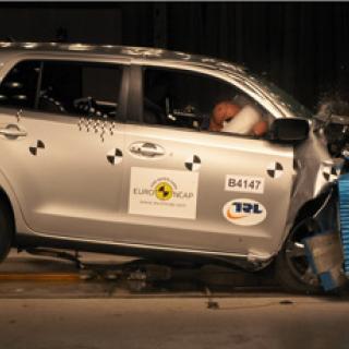 Euro NCAP: Fem stjärnor till fyra bilar
