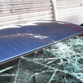 Jonas Gardells bil manglad i tvätten