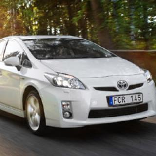 Toyotas familjebuss kan tappa reservdäcket