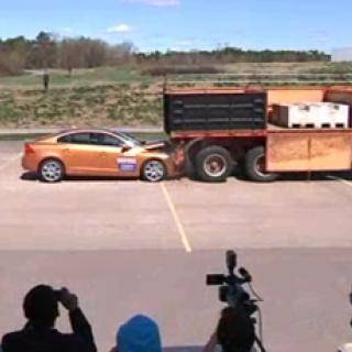 Volvo C30 Electric rullar ut i trafik