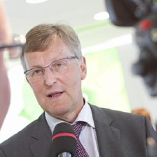 Saab bryter med Dagens Industri