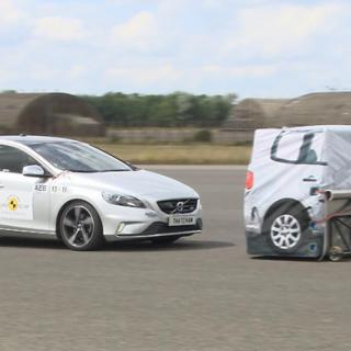 Nytt test avslöjar bästa assistanssystemen – Tesla och Volvo får bakläxa