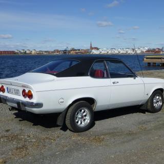 """""""Vacker Opel Manta S 1975 framför ett vackert Luleå"""""""