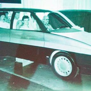 Chefdesigner Björn Envall hade med sig bilder på MPV:n till 30-årsjubileumet av Saab 9000. Foto: Øyvind Lund.