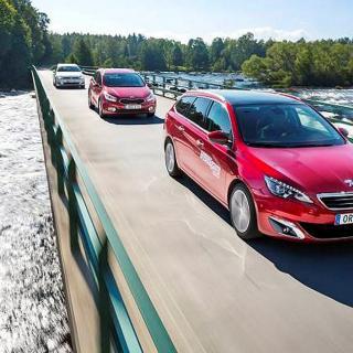 Test av tre kompakta kombibilar som erbjuder både komfort och utrymme.