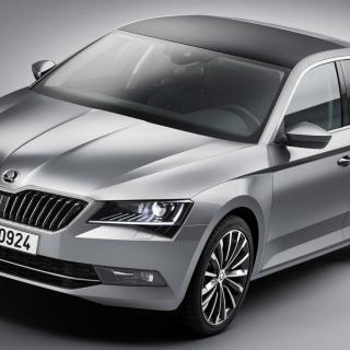 Nya Skoda Superb byggs på Volkswagens MQB-plattform och har därmed blivit lättare och rymligare.