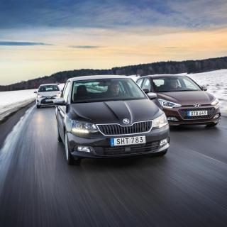 Grus och slask på vintervägarna dämpas bra i Hyundai, sämre i Skoda och allra sämst i Toyota.