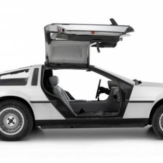 """DeLorean DMC-12 är känd från filmen """"Tillbaka till Framtiden""""."""