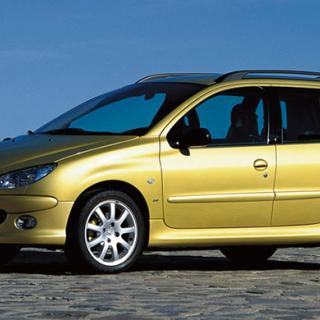 Frågeställaren får upp felmeddelanden om krockkuddarna i sin Peugeot 206.