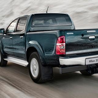 Frågeställaren söker prisvärda pickupalternativ. På bilden syns Toyota Hilux från 2012.