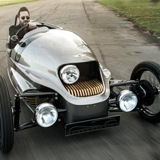 Morgan EV3 blickar både framåt och bakåt i bilhistorien.