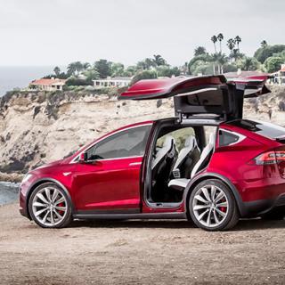 Nu går det att beställa Model X i Sverige.