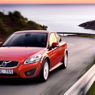 Frågeställaren undrar om Volvo C30 från 2010 med 1,6 liters diesel har rem eller kedja.