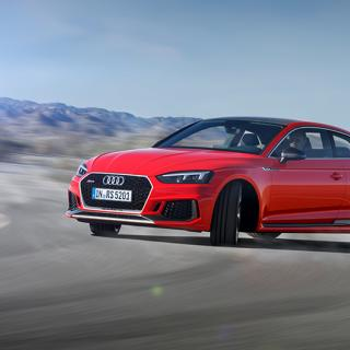 Bredställsoptimerade Audi RS 5 Coupé gillar att åka på sniskan.