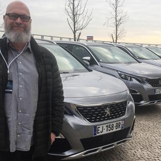 Steget från mindre familjesuven 3008 till sjusitsiga 5008 ska enligt Peugeot kosta 10.000-15.000 kronor.