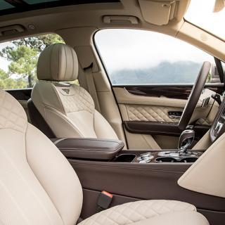 I lyxsuven Bentayga från Bentley finns det läderklädsel i överflöd. Men nu funderar Bentley på om det går att byta ut lädret mot veganvänliga alternativ.