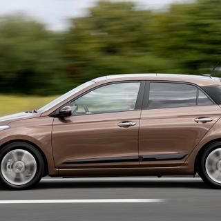 Frågeställaren har en Hyundai i20 inköpt förra året och undrar varför den är mer törstig än vad biltillverkaren angett.