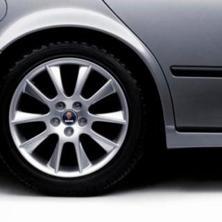 Frågeställaren äger en Saab 9-5 från 2003 och undrar om det finns något sätt att mildra rostangreppen framför bakre hjulhusen.