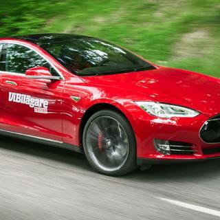Från absurd till lugn acceleration i Tesla bilar.