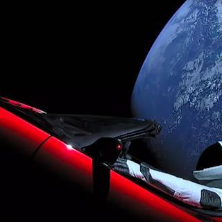 Teslas rymd-Roadster har nu passerat Mars