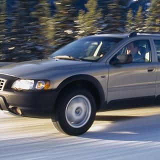 Frågeställaren har en Volvo XC70 från 2007 och undrar om dieselvärmaren har en spärr som gör att den inte tar all kapacitet från bilbatteriet.