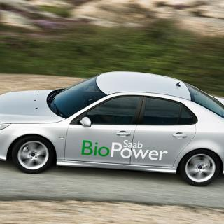 Frågeställaren äger en Saab 9-3 biopower och upplever att den hackar vid kallstarter om den tankats med etanol.