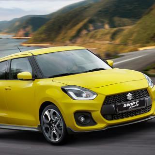 """Som standard är Suzuki Swift Sport lackad i specialfärgen """"Champion Yellow"""" – ett minne från forna rallyframgångar."""