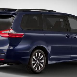 Testbilarna som Uber och Toyota ska använda sig av baseras på familjebussen Sienna.