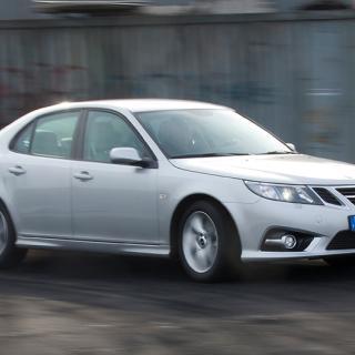 Bilen ovan är den 9-3 som provkördes av Vi Bilägare 2014. Den finns ingen bild på Saaben som ska säljas på auktion.