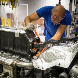 Här är elbilsbatteriet som ger räckvidd på 100 mil