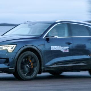 Tystnadsbubbla i Audi e-tron Sportback och loj omkörning i Peugeot 3008 laddhybrid