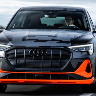 Brutal bilannons sågar Audi E-tron