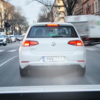 Forskaren om att sänka hastigheten: Bilisterna måste visa hänsyn