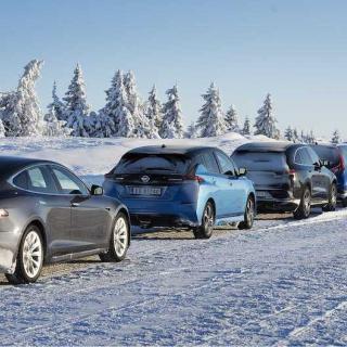 Tesla med motorvärmare ger längre räckvidd på vintern