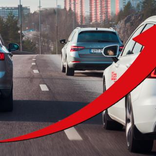 Nya bilar backar 25 procent – men laddbilarna ökar snabbt