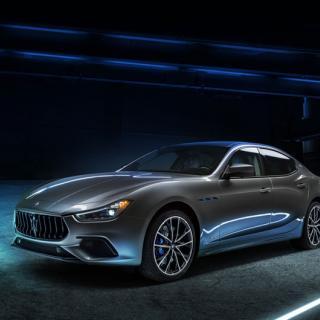 Maserati visar kurvig sportbil