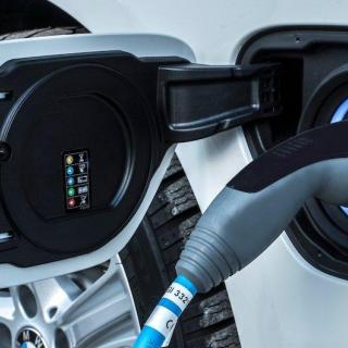 BMW har börjat åtgärda brinnande laddhybrider