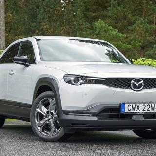 Mazda 3 firar tre miljoner