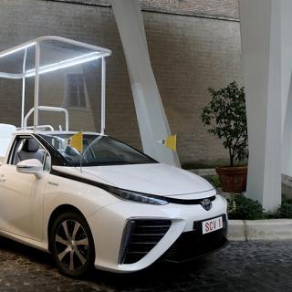 6-sitsig vätgasbil från Toyota