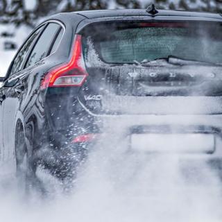 Hundratals bilister glömmer efterdra hjulen vid däckbytet