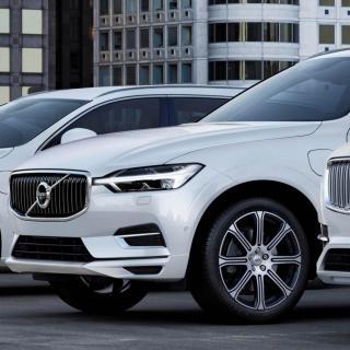 Volvo ökar trots krisen – fler än 4 av 10 sålda bilar har laddsladd