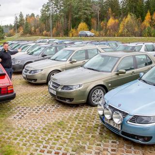 Pontuz Fredholm och Magnus Mattinson fick en idé. Snart hade man samlat ihop 30 Saabar.