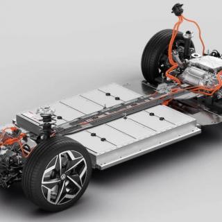 """Volkswagen har inget med artikeln att göra. De flesta stora biltillverkare har satt upp mål för hur återvinningen av metaller från elbilsbatterier ska gå till. BMW har även planer på att införa """"pant"""" på uttjänta elbilsbatterier."""