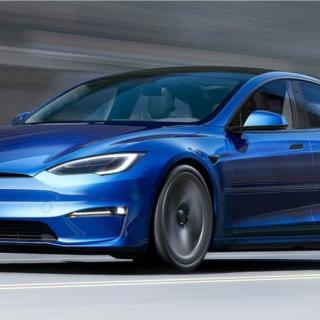 Teslas huvudvärk: Strulande pekskärm och läckande batterier