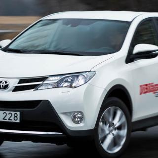 Ljustest: Hyundai i40, Mazda 6, Toyota Avensis